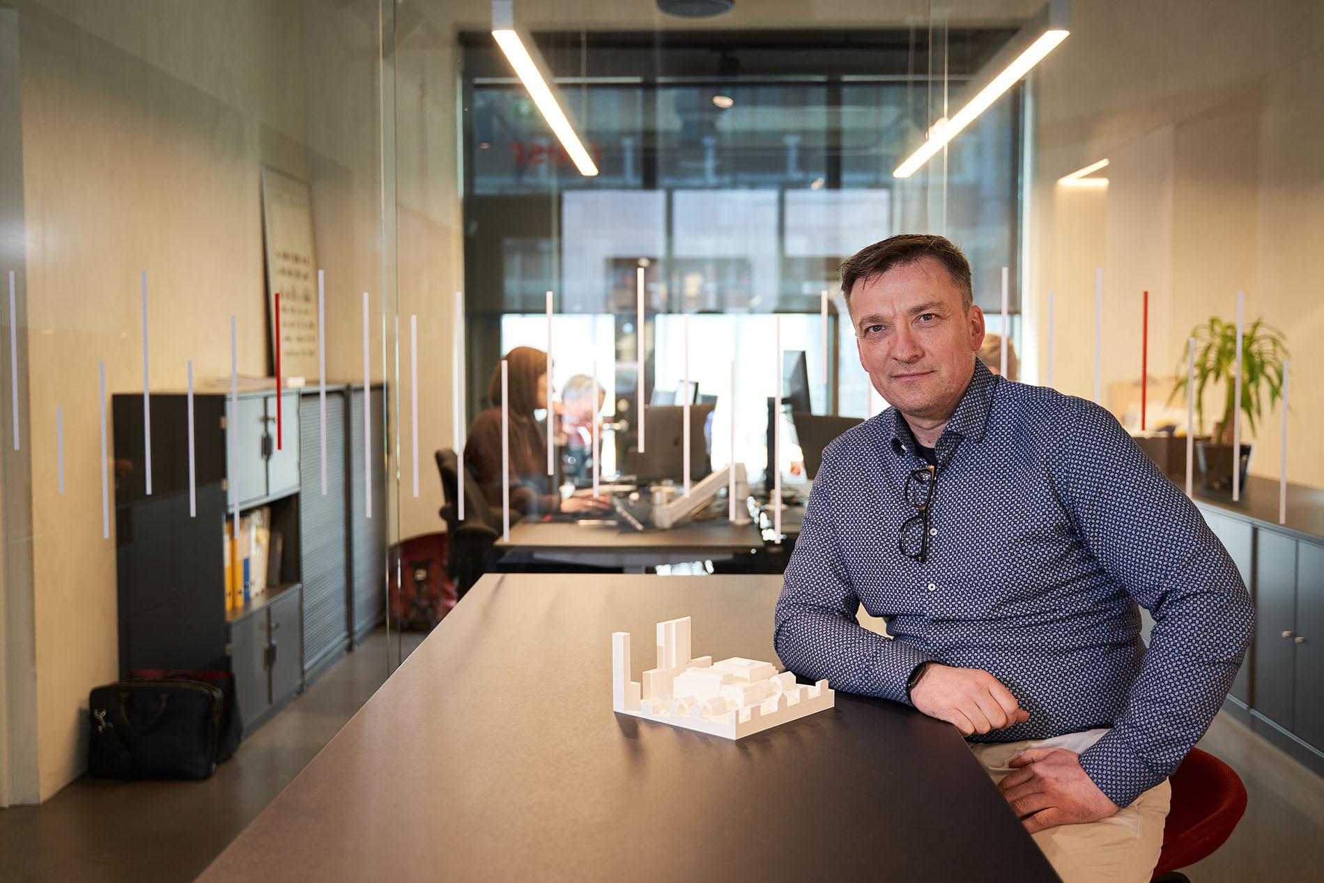 Gnist Arkitekter er blitt en viktig sparringspartner for utviklingen av et nytt kapittel i Bodø. På bildet daglig leder og arkitkt Lorents Urgård. Foto: Raymond Engmark