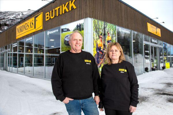 Harry og Elin Nordnes hos Nordnes Narvik ønsker deg velkommen til nye lokaler på Fagernes rett utenfor Narvik sentrum.