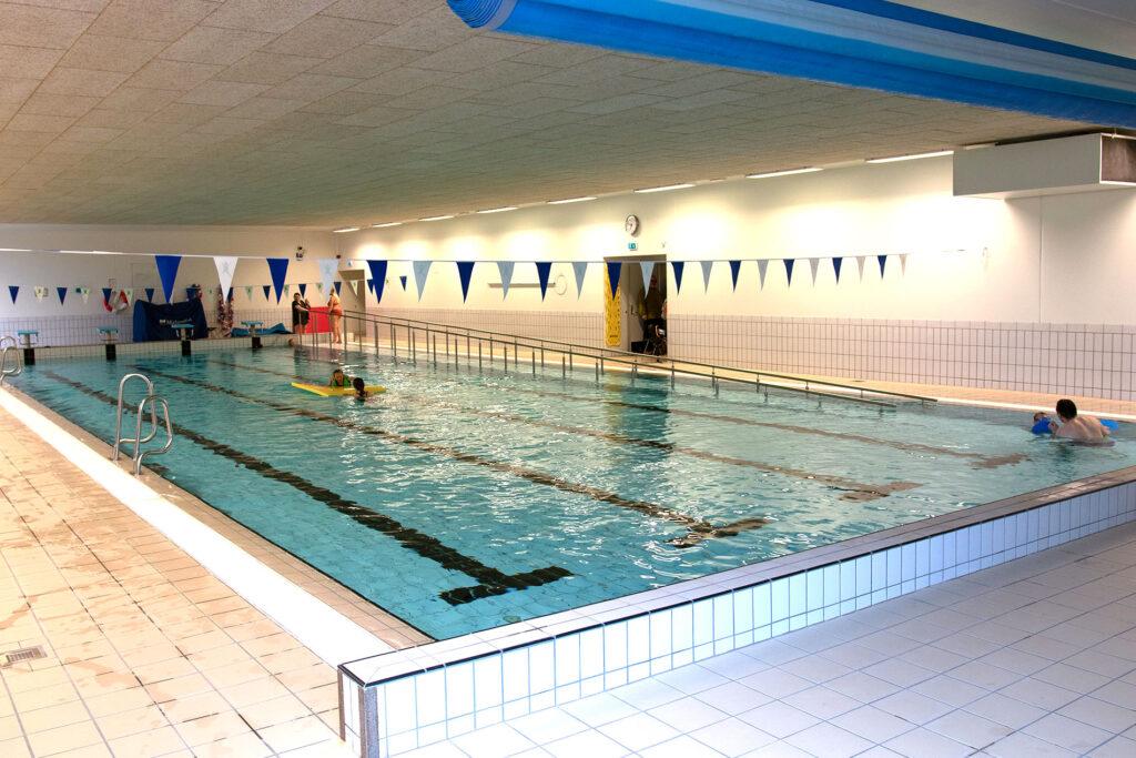 Svømmehallen ved nye Skånland skole varmes blant annet opp med varme fra fjellgrunnen.