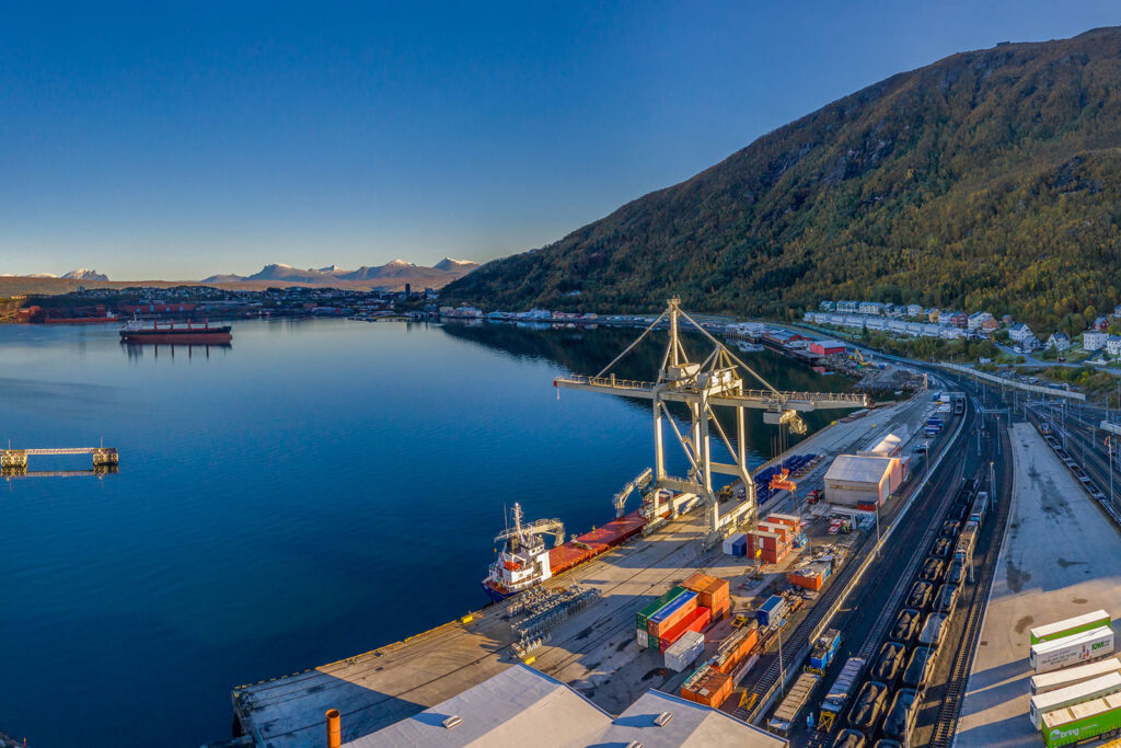 Nord-Norsk Spedisjon er strategisk plassert på indre Havn i Narvik.
