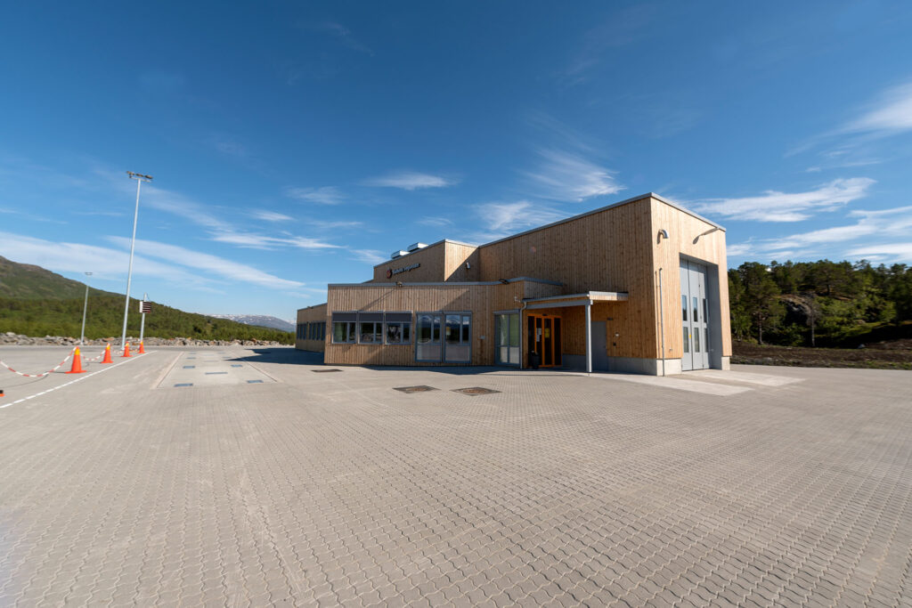 Stormyra kontrollstasjon like nord for Narvik blir et kontaktpunkt mellom kontinentet i øst og kysten i nord