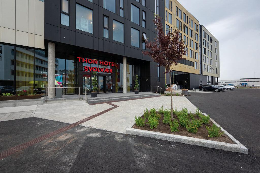 Velkommen inn til nye Thon Hotel Svolvær i Lofoten.