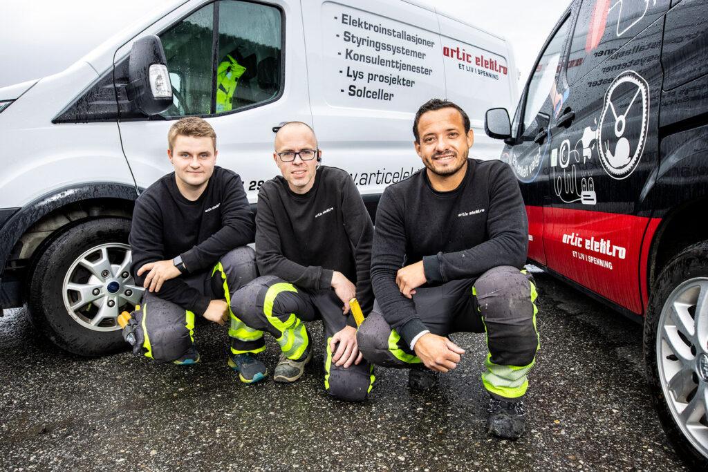 For tiden handler mye av hverdagen for Artic Elektros tre ansatte om levering og montering av ladestasjoner for elbiler.