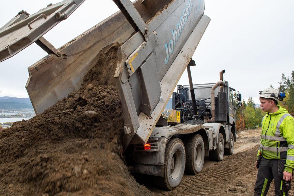 Dagens maskinpark til Johansen Maskin AS består av cirka 20 biler og 15 gravere.